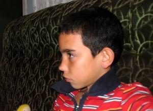 Javier estrena seriedad de adolescente.