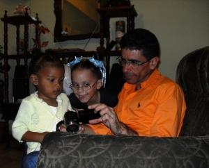 Con Oriana, la niña de la la prima de mi novio, y Solange, la hermanita de mi hijo.