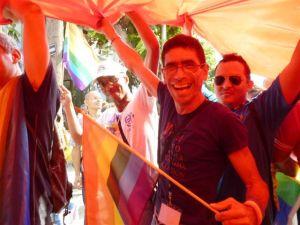 Mi amigo Raphael M. Caldas me hizo llegar esta foto de la conga contra la homofobia del año pasado que yo no tenía. El próximo 11 de mayo volveremos a arrollar por la céntrica calle 23.