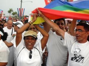 El pasado Primero de Mayo la bandera del arcoíris volvió a desfilar por la Plaza de la Revolución, de mano de activistas y trabajadores del CENESEX.