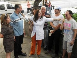 René y Olguita llegaron tomados de la mano como novios cuando la mayoría saludaba a Mariela.