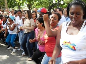 En el Parque Martí, de Ciego de Ávila, Mariela Castro hizo ejercicios físicos al ritmo de la música junto con la población.