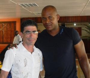Con Alexander Mayeta, uno de los ídolos de mi hijo Javier.