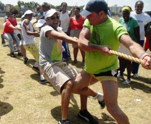 Activistas y sus familiares o amistades compitieron de manera fraternal en voleibol, baloncesto, kikimbol y tracción de la soga, en equipos que organizaron los grupos Oremis, Humanidad por la Diversidad (HxD), Red de Jóvenes y Trans.