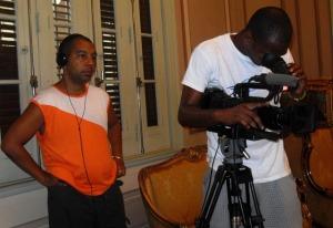 El sonidista y el camarógrafo.