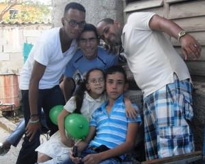 Migue y yo, con Solange, la hermanita de Javier, mi hijo y Yuliasne, sobrino por antiguedad...