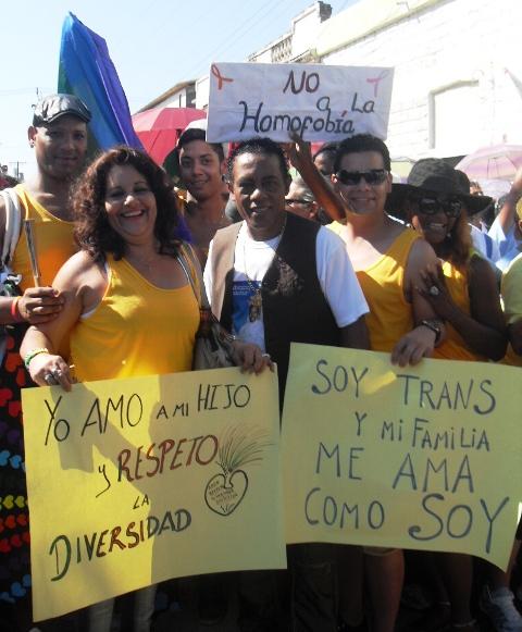 Invaluable el respaldo de la Original de Manzanillo y su director Cándido Fabré, quien además compuso y estrenó allí un número musical bailable que habla del respeto a la diversidad sexual.