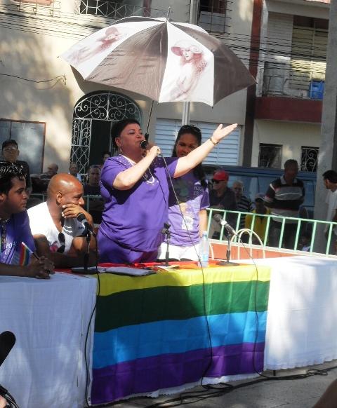 La reconocida cantante granmense Idanis Ortiz, integrante del grupo de mujeres lesbianas, conmovió al público con un desgarrador testimonio en el panel comunitario en Bayamo