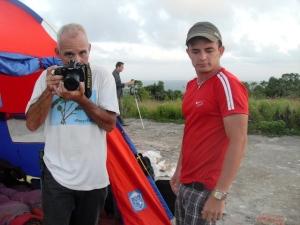 René; Igor, el médico; y al fondo, Calixto, fotorreportero de Juventud Rebelde...