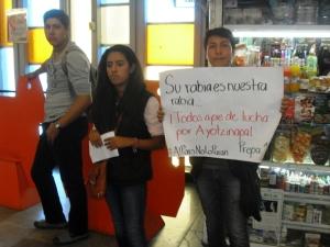 Estudiantes de la enseñanza media tomaron las estaciones del Metro