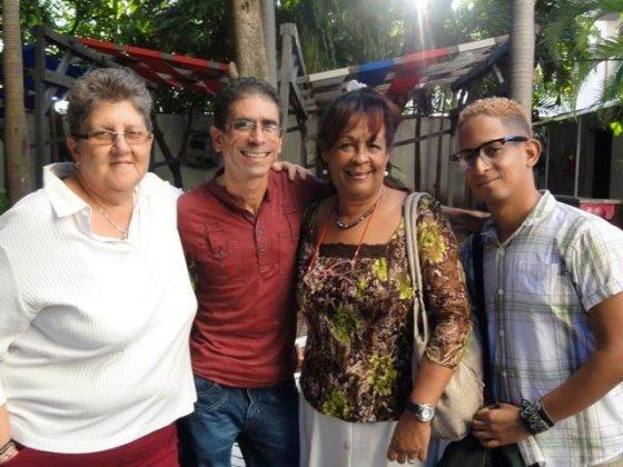 Con Mildred, de la emisora COCO, y Marta, la directora de Tribuna de La Habana, y su hijo
