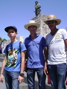 A la llegada a Santa Clara, fuimos a la Plaza y el Mausoleo donde descansan los restos del Che y sus compañeros de la guerrilla boliviana...