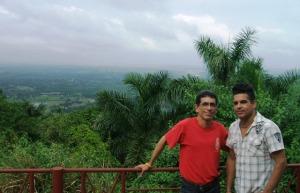En las Escaleras de Jaruco, con otro estupendo amigo de Facebook que conocí en persona...