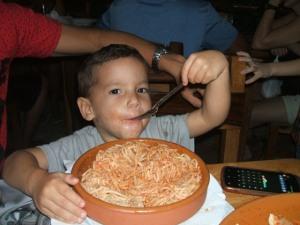 Mi ahijado, otro Rodríguez comedor de pastas...
