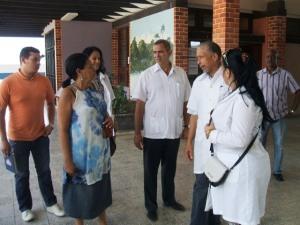 En la Universidad de Ciencias Médicas nos esperaban sus principales directivos y el presidente de la Federación Estudiantil Universitaria (primero a la izquierda)
