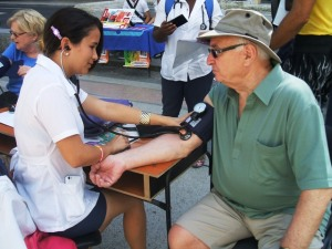 Los turistas también aprovecharon la medicina gratuita...