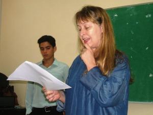 Como oponente, la doctora Maribel Acosta, jefa de la carrera de Periodismo