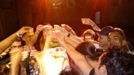 Y por supuesto, hubo brindis, y fiesta...